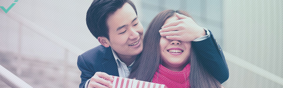 Valentijnsdag is een van de grootste, commerciële geldsmijterij festijnen van het jaar.