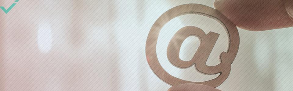 Wat betekent het @-symbool online?